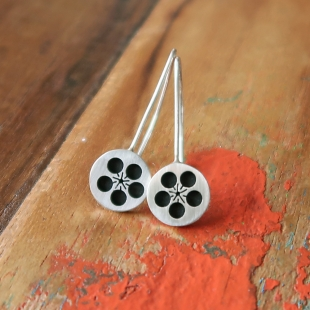 Small Black Plum Blossom Hooks